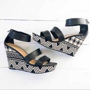 CL by LAUNDRY black wedges sandals